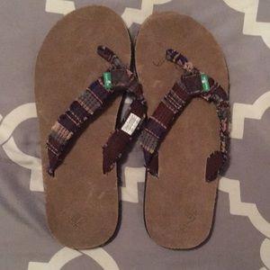 Sanuks flip flops